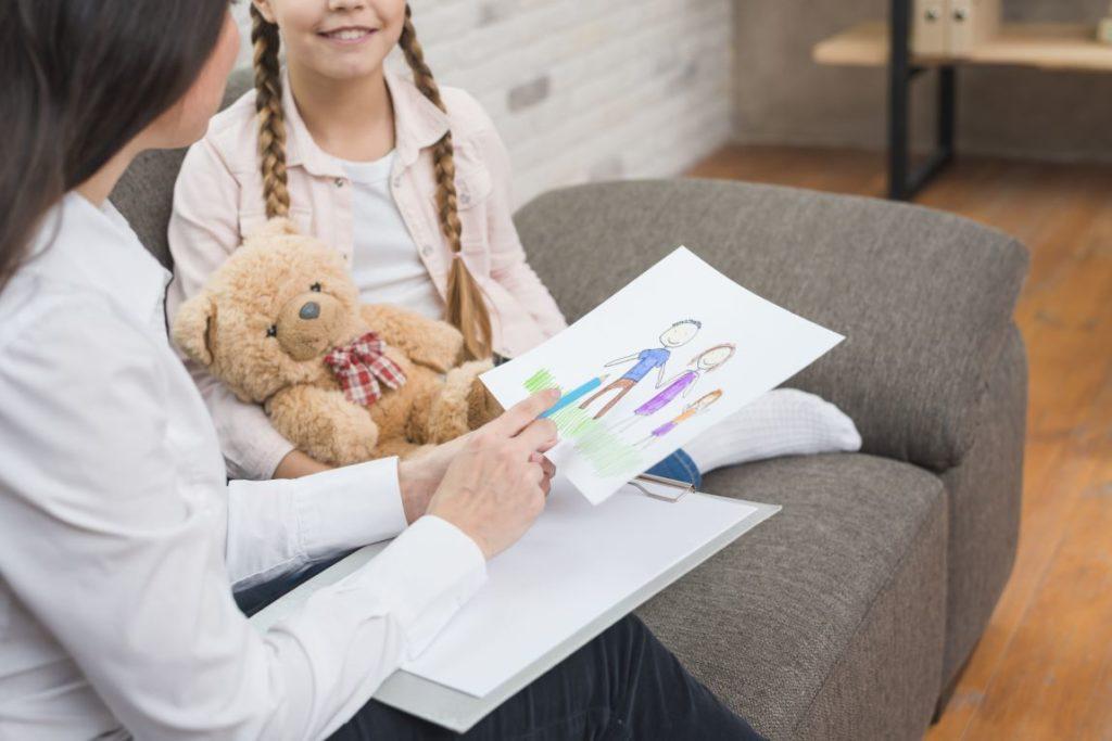 Детский психолог за работой